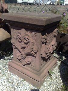 Sockel Säule Rosen Blumen Blüten Kunst Sandstein Antik Look Steinguß U 14 ROT