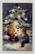 Bambini Suonano sotto enorme Albero Illuminato Musica Buon Natale PC circa 1940