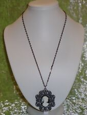 NECKLACE WITH A CAMEO PENDANT