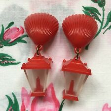 Vintage 50's/60's kitsch novelty plastic lantern & shell clip on earrings - red