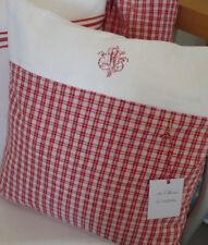 Eine Kissenhülle aus altem Leinen, rot-weiß kariert mit Monogramm, Stiller Luxus