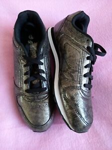 Slazenger Size 6 Black/Silver lace up soft Trainers
