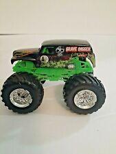 Grave Digger Truck Chase Monster Jam Hotwheels