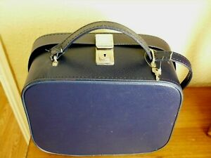 VINTAGE CHENEY  1960s FAUX LEATHER VANITY BAG WITH KEY       NAVY