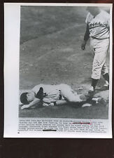 Original May 18 1962 Mickey Mantle Injured 8 X 10 Wire Photo