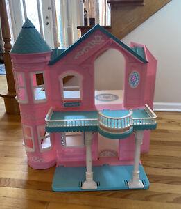 Vintage Victorian Barbie Dream House 1995 Pink & Blue rare HTF