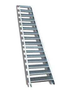 16-stufige Stahltreppe / Stufenbreite 80 cm / Geschosshöhe 274-340 cm