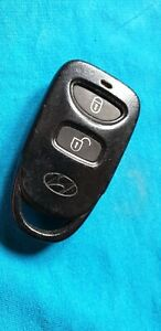 HYUNDAI 2 BUTTON KEY FOB REMOTE BATTERY ATTACHED TO THE BOARD