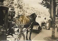 PHOTO de PRESSE D.N.P. Paris + août 1943 + FIACRE à l'arrêt et VELO TAXI