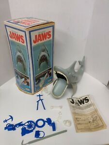 Vintage 1975 Ideal  *THE GAME OF JAWS*  (COMPLETE) with Shark + 14 pieces gaff