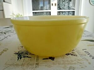 GLASBAKE Yellow Mixing Bowl 9.5'' in diameter.