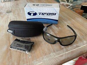 Tifosi Rumor Gloss Black  Light Adjusting Lens NWB $80
