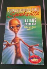 SPOOKSVILLE ALIENS IN THE SKY CHRISTOPHER PIKE P/B
