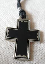 CROIX   pendentif métal avec cordon réglable