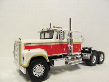TOP SHELF 1/64 SCALE INTERNATIONAL 4300 WHITE & RED  (SAME SCALE AS DCP)