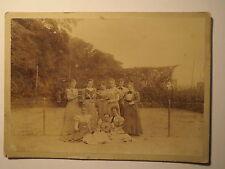 9 junge Frauen mit Tennisschläger auf dem Tennisplatz - Tennis / großes KAB