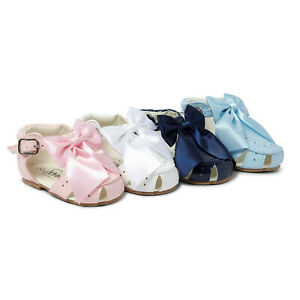 GIRLS SPANISH  PATENT SIDE BUCKLE SANDAL WITH BOW - ALL COLOURS