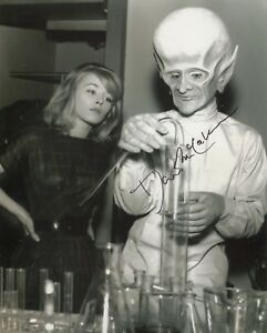 Actor David McCallum signed THE TWILIGHT ZONE 8x10 photo - UACC DEALER