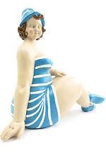 Dekofigur Mollige Frau sitzend Badeanzug Retro Art Frauenfigur Dicke Badepuppe