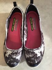 SKECHERS Air Cooled Memory Foam Slip On Gray Floral Print Perfect Sz 7.5