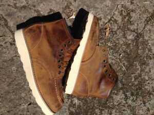 Redwing moctoe boots 8875 size 6.5D