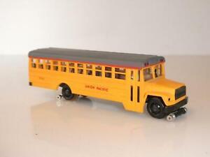 H0 1:87 Bachmann Schulbus Schienenbus Ford 9000 UP USA Omnibus School Bus