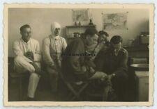 Orig. Foto Sanitäter Übung Verwundete im Lazarett SULEJOW b. Petrikau Polen 1940