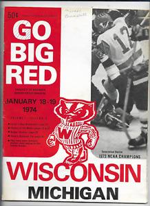 January 18-19 1974 WISCONSIN vs MICHIGAN College Hockey Program (JS)