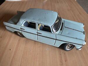 Ancienne Voiture En Tole Joustra Peugeot 404 L 30 Cm