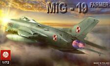 MiG 19 (S) FARMER  - SOVIET COLD WAR FIGHTER (POLISH AF MARKINGS) 1/72 PLASTYK