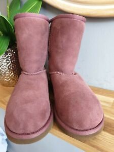 GORGEOUS PLUM UGGS SIZE UK 2. LIGHTLY WORN.  SUPER COSY FOR WINTER!
