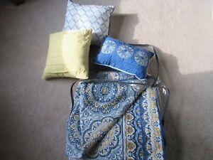 6 Pc Madison Park King Tangiers  2 in 1 Duvet/Coverlet 2 King Shams 3 Pillows