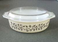 Pyrex Gold Grape Leaf 045 2 1/2 Qt Cinderella Covered Casserole Baking Dish EUC