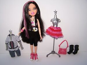 Bratz Party Doll Jade Articulated Body Ring on Finger Long Black Hair w Pink