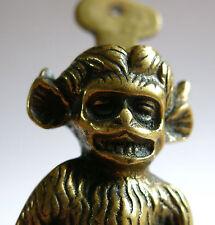 SINGE GRIMAÇANT, petit heurtoir, pince à courrier, bronze, OBJET de CURIOSITÉ .