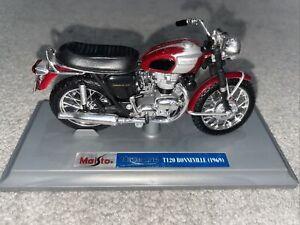 Maisto Triumph T120 Bonneville (1969) And Stand