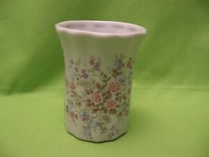 """PORCELAIN VASE w/PINK & BLUE FLOWERS - 4"""" TALL, 2.5"""" IN DIAMETER - EXC. COND."""