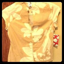NWT Hinano Tahiti 🌺 Small button cap sleeve TOP light brown w white flowers