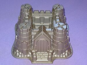 NORDIC WARE HOLIDAY CHRISTMAS CASTLE BUNDT PAN * CLEAN  Made in USA