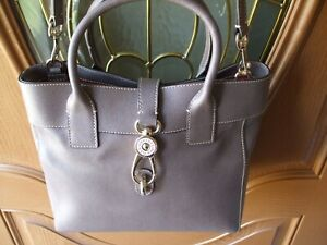 NEW DOONEY & BOURKE, LOGO LOCK,AMELIE BAG, PURSE, HANDBAG, LEATHER, TAUPE BROWNV