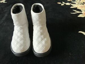 UGG WOMENS CLASSIC MINI II QUILTED ANKLE BOOTS Size 8 White Brand New NO BOX