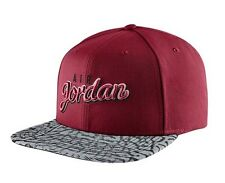 Nike Air Jordan stagionale stampa Snapback Cappello Rosso Grigio Nero Taglia Unica 724904-687