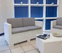 set salotto in resina mod Capri con cuscini bianco arredo giardino piscina