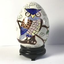 Grand Œuf en porcelaine décoré d'une chouette émaillée style cloisonné