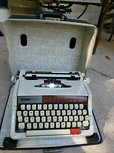BROTHER TIPEWRITER- Vintage Echelon 89- Working