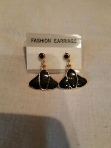 Gold Black Small Dangle Earrings. 💜. New