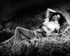 "JANE RUSSELL IN THE 1943 FILM ""THE OUTLAW"" - 8X10 PUBLICITY PHOTO (OP-329)"