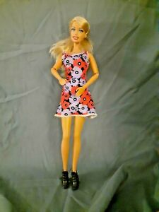 Mattel Barbie 1990's  w/ Long  Blonde  Hair  // bendy knees-Articulated Elbows