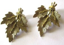 boucles d'oreilles clips bijou vintage couleur argent feuille signé BSK  3402