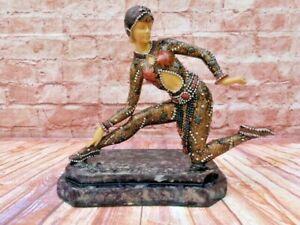 LARGE VINTAGE RESIN ART DECO STYLE FIGURINE STATUETTE OF WOMAN(B)
